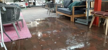 Veel wateroverlast bij Intratuin in Enschede na hoosbui