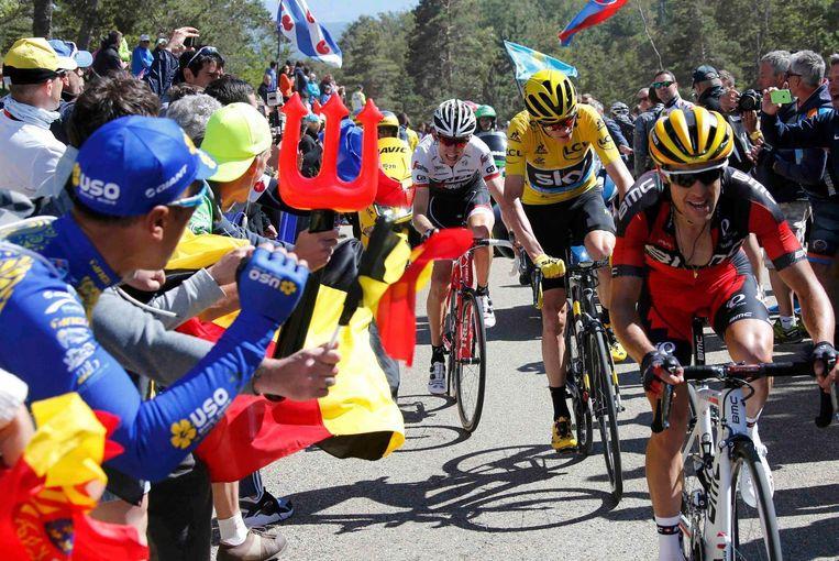 Mollema, Froome en Porte racen de Mont Ventoux op. Beeld reuters