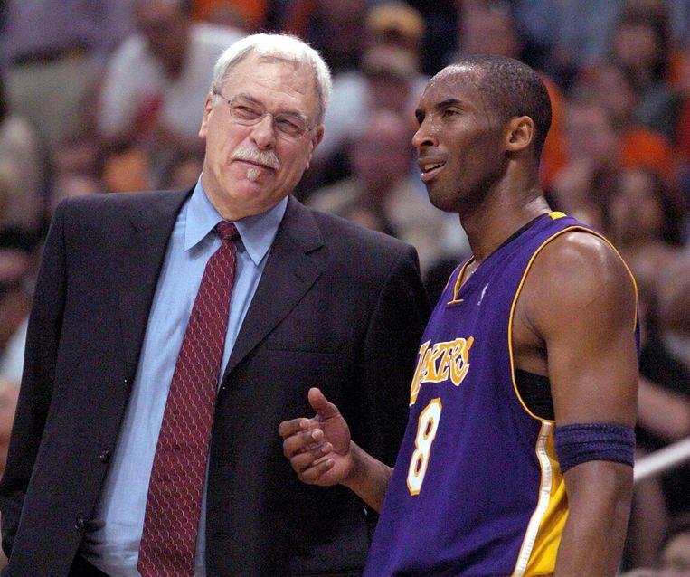 Bryant met coach Phil Jackson in 2006. Beeld epa