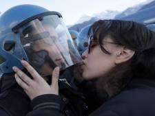 Un baiser à un policier lui coûte un procès pour harcèlement sexuel