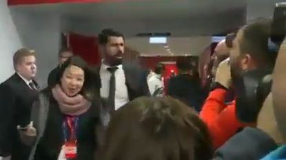 Diego Costa steekt de draak met coronavirus: spits hoest richting journalisten om interview te ontlopen