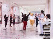 Bijenkorf weer open: applaus voor de eerste klanten