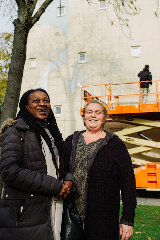Buurtbewoners Urmie Blikzwager (l) en Nadia Giancola. Beeld Marc Driessen