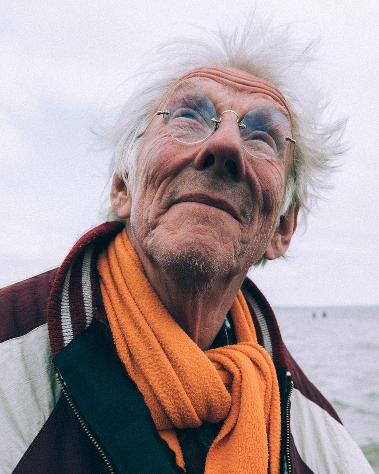 'Het voordeel van leeftijd is dat je meer afstand kunt nemen. Verder heeft het geen voordelen, want het oordeel van een oudere is voor de jongeren op dit moment geen leidraad meer.' Beeld Rebecca Fertinel