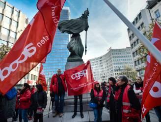 Onderwijsvakbonden gaan staken tegen pensioenplannen van regering