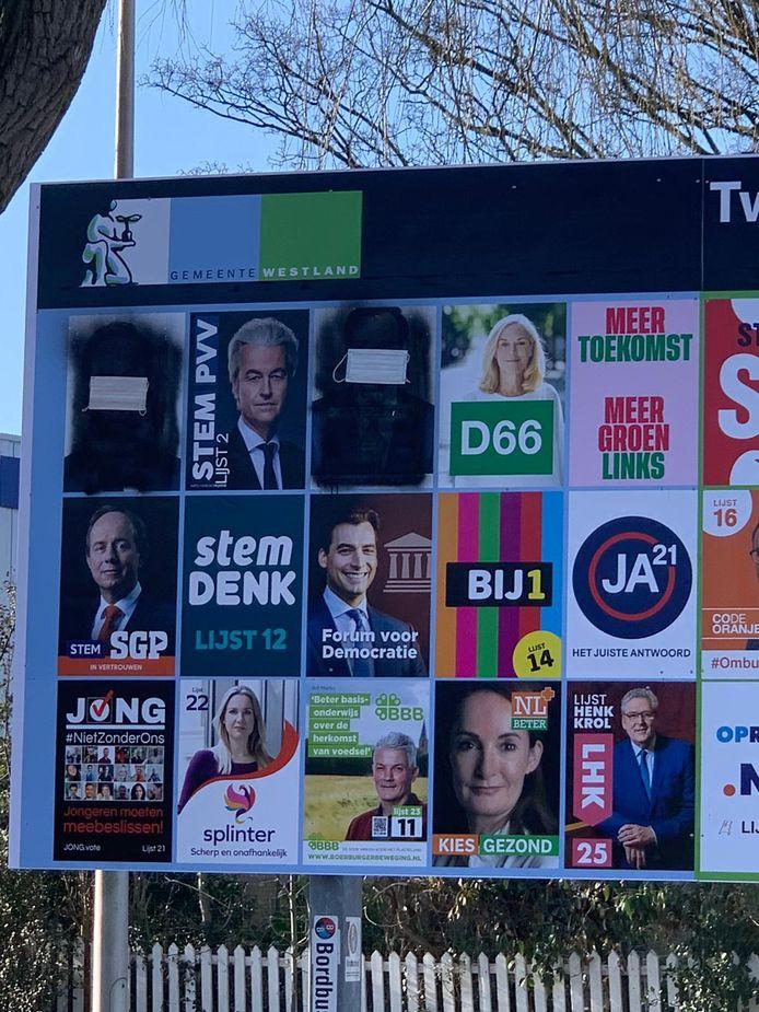 De posters van Mark Rutte (VVD) en Wopke Hoekstra (CDA) zijn zwartgemaakt.