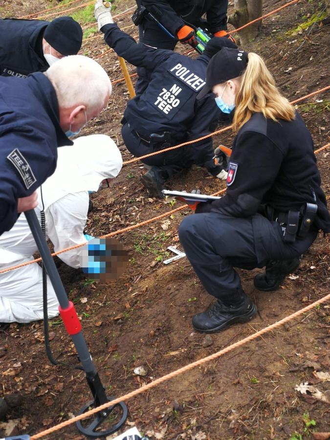 De zoektocht naar het wapen van de moord, afgelopen maandag.