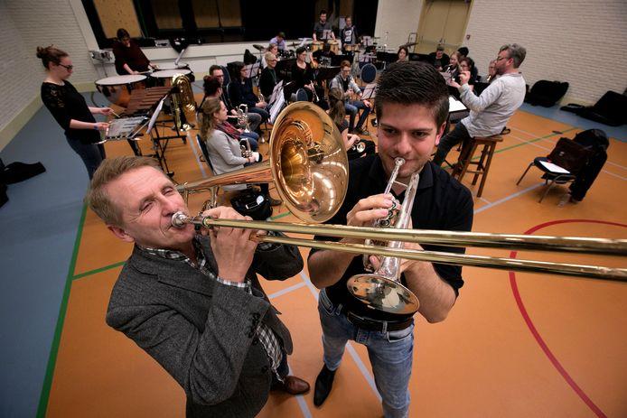Jan Waalen (links) en Hugo Maas van PUUR Poporkest.