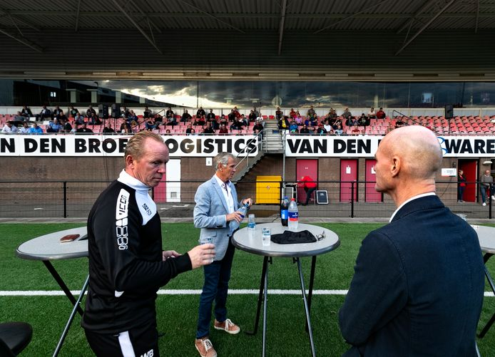 Trainer Wil Boessen, Louis Coolen en voorzitter Philippe van Esch.