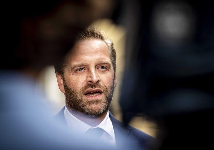2021-08-20 09:47:02 DEN HAAG - Hugo de Jonge, demissionair minister van Volksgezondheid, Welzijn en Sport, komt aan op het Binnenhof voor de wekelijkse ministerraad. ANP REMKO DE WAAL