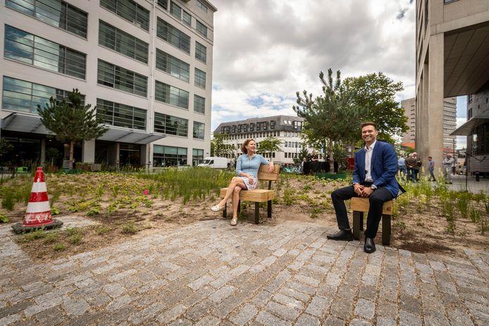 Eindhoven Wethouder Rik Thijs vorig jaar toen hij samen met minister Cora van Nieuwenhuizen het vergroende Clausplein in Eindhoven opende