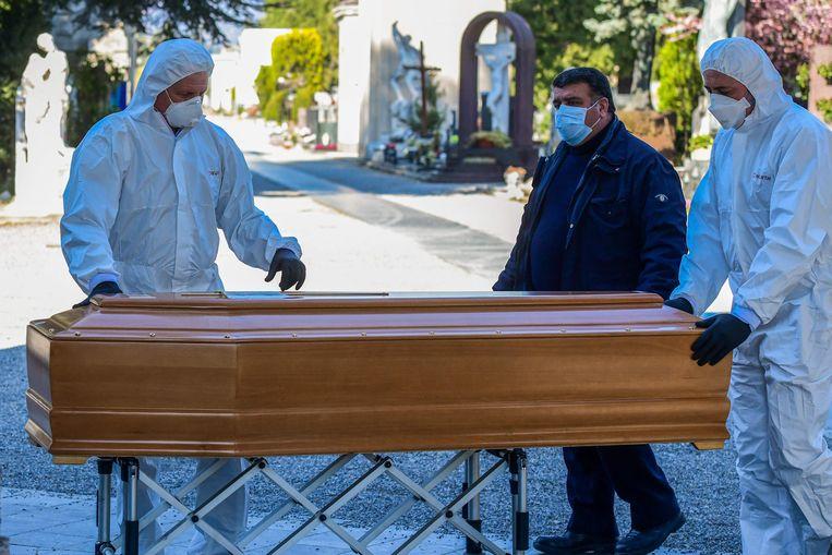 Begraafplaats in Bergamo. Beeld AFP