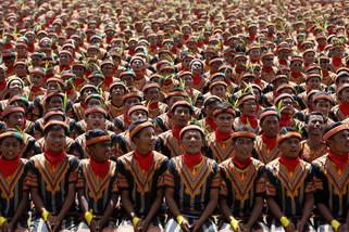 fotoreeks over Ritmisch klappen met 10.000 mensen tegelijk