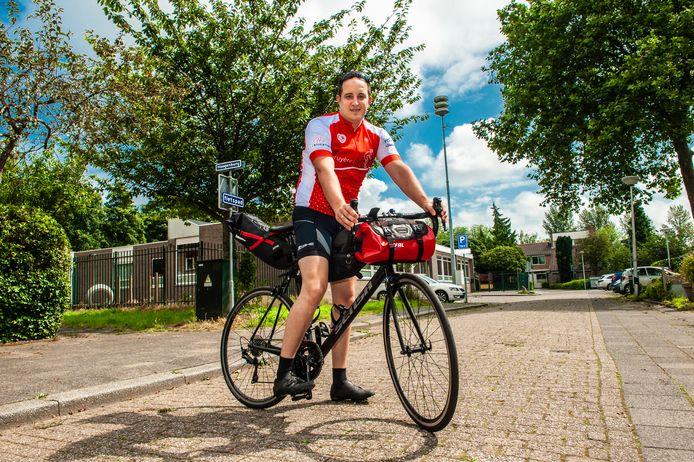 Een jaar na de dood van zijn vader maakt Kevin Schaap (32) een fietstocht van 1400 kilometer om iets terug te doen voor alle mensen die zijn familie negen jaar lang hielpen en ondersteunden.