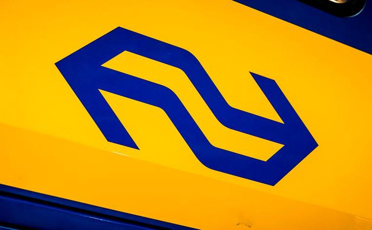 De NS gaat voorzichtiger om met meldingen over zelfdodingen op het spoor. Vanaf zondag past het spoorwegbedrijf alle berichtgeving aan bij een aanrijding van een trein met een persoon. Beeld ANP