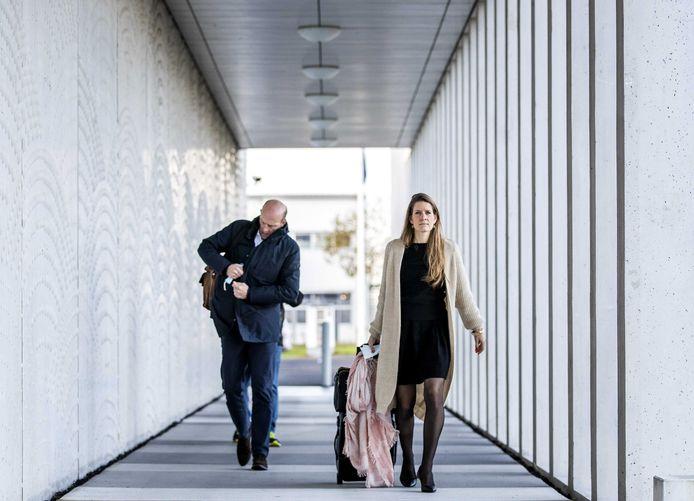 Advocaten Boudewijn van Eijck en Sabine ten Doesschate arriveren bij het Jusitieel Complex Schiphol, waar de rechtszaak over het neerhalen van vlucht MH17 verdergaat.