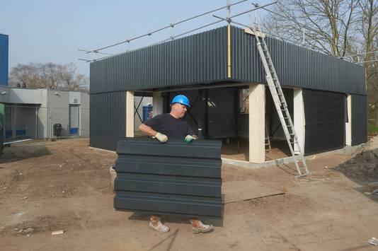 De bouw van de nieuwe snackbar op Germenzeel schiet ook al hard op.