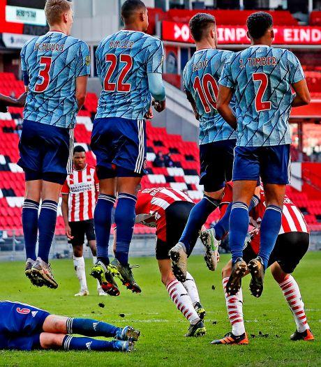 Ajax wankelt tegen PSV maar blijft overeind: 'Wij hebben met 1-1 gewonnen'