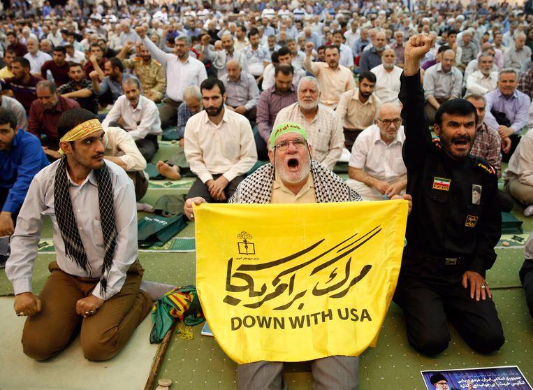 Protesten tegen de Verenigde Staten tijdens het vrijdaggebed in de Iraanse hoofdstad Teheran. Beeld EPA