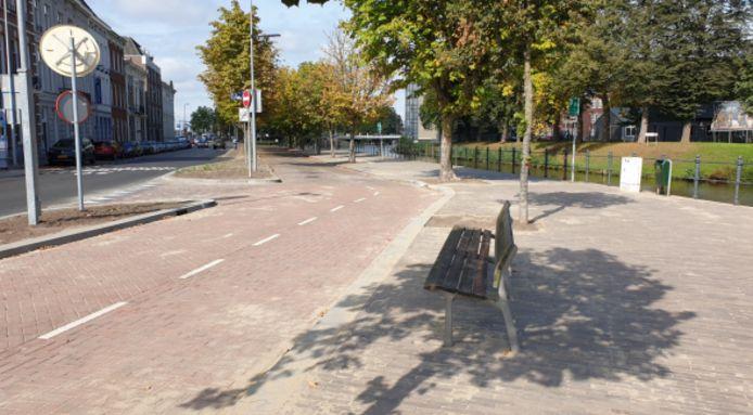 Een van de nieuwe bankjes aan de Nieuwe Prinsenkade in Breda