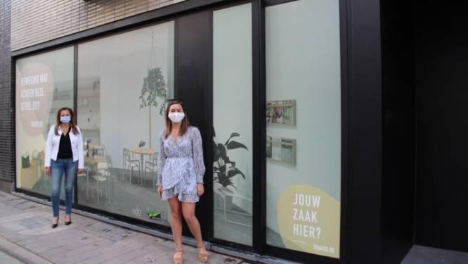 """Subsidies om vitrines van leegstaande panden te bestickeren: """"Sommige vitrines zijn doorn in het oog"""""""