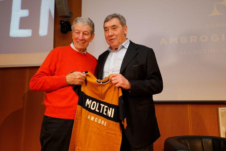 Gimondi en Merckx voor de start van Milaan-Sanremo in 2019. Ook dat monument kon hij één keer binnenhalen. Beeld BELGA