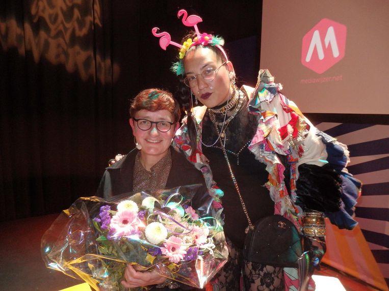 Andrea van Pol is master of ceremony. 'Omdat ik de lengte heb van groep 7.' Naast haar modejournalist Aynouk Tan. Beeld Schuim