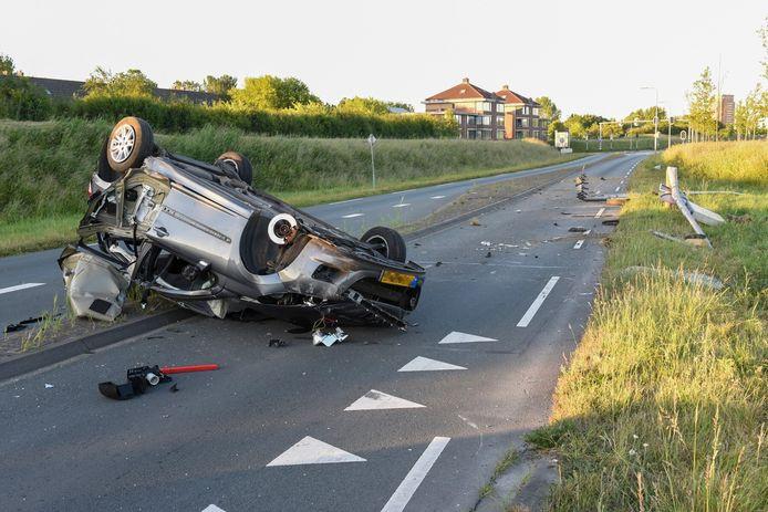 De ravage na het ongeluk op de Rondweg in Houten was groot.