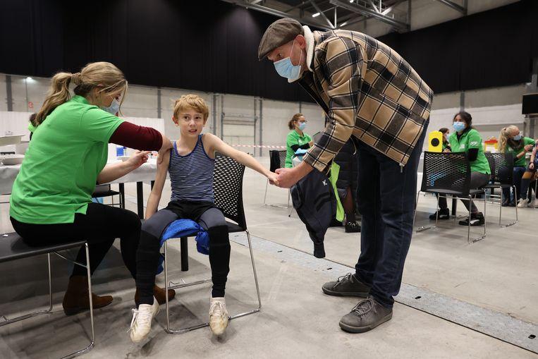 Vanaf 2022 krijgen ook jongens het hpv-vaccin aangeboden, zodat ook zij daarmee beschermd worden van het virus dat kan leiden tot vormen van kanker. Beeld Arie Kievit