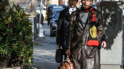 Hans Rieder, advocaat van scheidsrechter Bart Vertenten, komt naar rechtbank met Rode Duivelssjaal