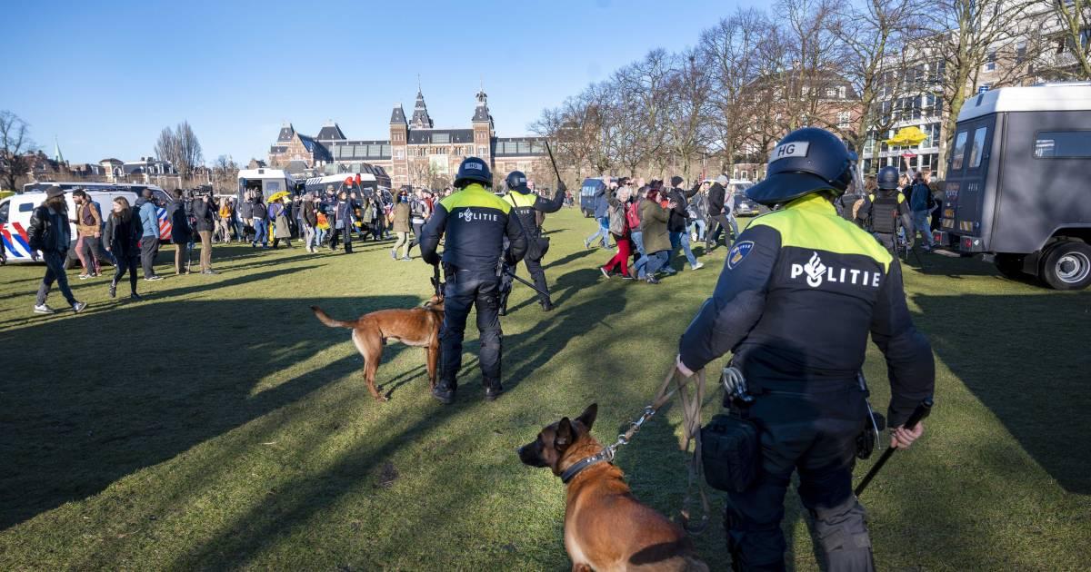LIVE | Kop van Noord-Holland vreest zwart coronascenario, zeventien arrestaties Museumplein - AD.nl