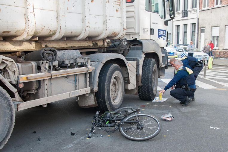 Boris Lauwers kwam in de Lange Dijkstraat onder de truck terecht met zijn e-bike.