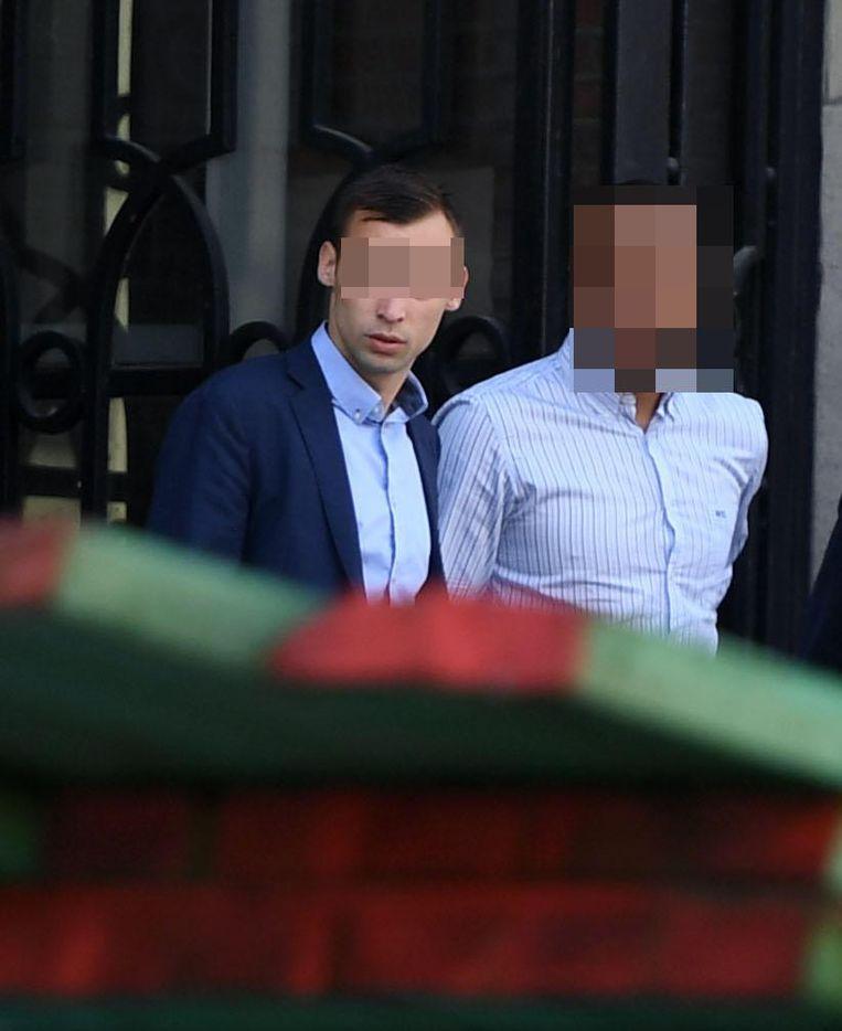 Maxim D. (links) komt de rechtbank uit.
