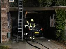 Auto en camper vatten vlam in carport bij woning aan Molenstraat in Zeeland