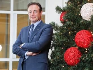 """""""Nog nooit hebben ze zó onder de gordel gestampt naar mij"""": Bart De Wever over zijn jaar vol vreugde en verdriet"""