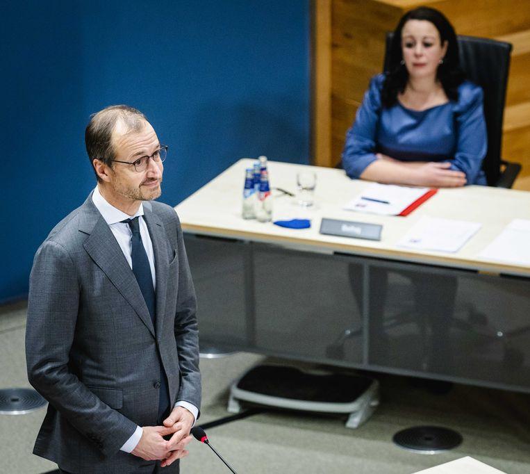 Eric Wiebes, staatssecretaris van Financien van 2014 tot 2017 wordt gehoord door de parlementaire enquetecommissie Kinderopvangtoeslag, tijdens de zesde dag van de hoorzittingen van de tijdelijke commissie.  Beeld ANP