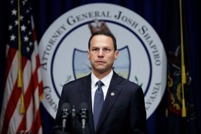 Openbare aanklager Josh Shapiro licht het schokkende rapport toe over pedofiele priesters in de staat Pennsylvania.