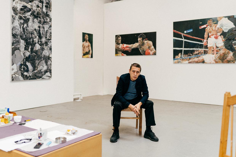 Sam Dillemans in zijn Antwerpse expositieruimte waar hij nieuw werk tentoon stelt: 'Ik volg geen trends, ik ben onomkoopbaar.' Beeld Illias Teirlinck