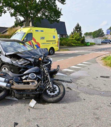 Motorrijdster zwaargewond bij botsing met auto in Achtmaal