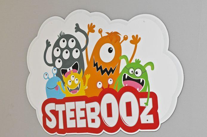De Steebooz zijn monstertjes met elk een eigen persoonlijkheid, waarmee de kinderen zich kunnen vereenzelvigen.