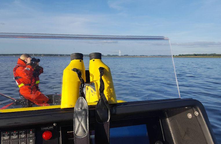 Zweedse en Deense reddingswerkers zijn in de Öresund op zoek naar het lijk van Wall. Beeld afp