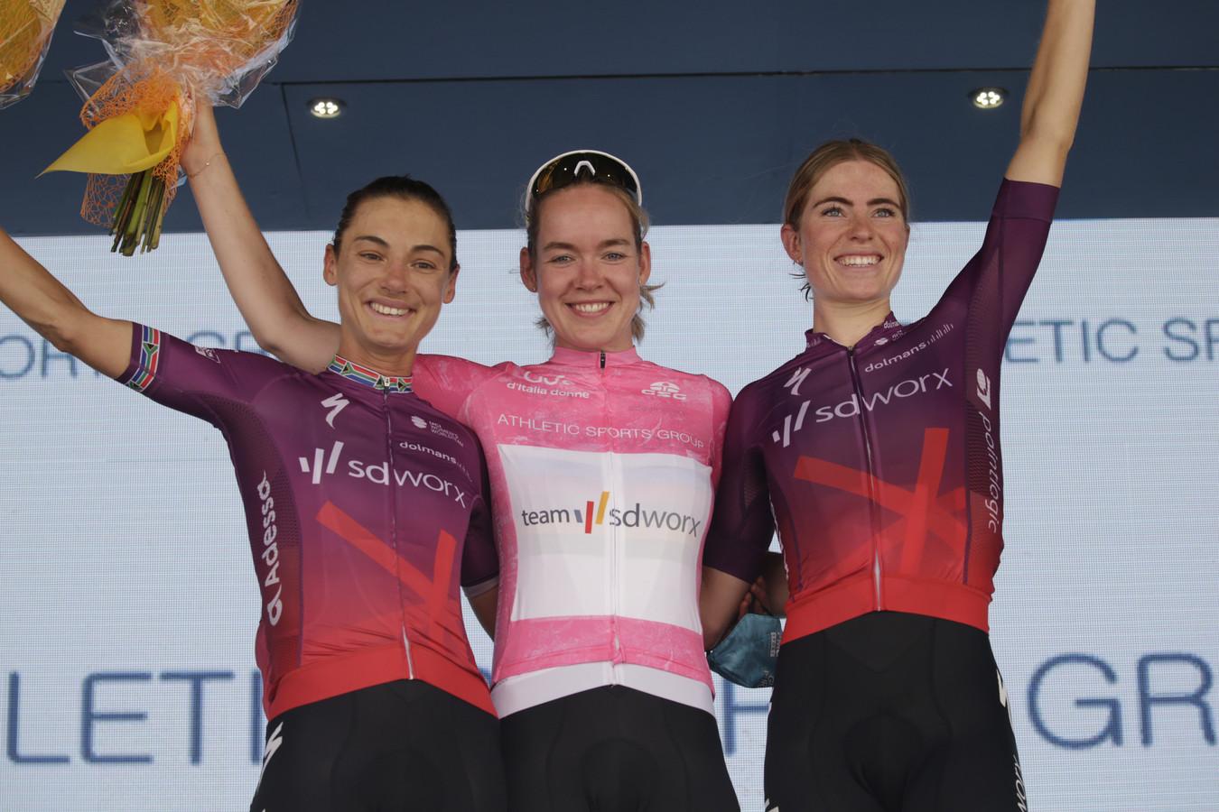 Ashleigh Moolman, Anna van der Breggen en Demi Vollering (vlnr).