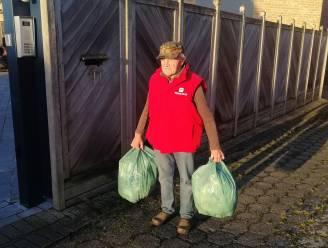 """83-jarige man moet vuilniszakken 300 meter van zijn deur deponeren: """"Tot het spekglad wordt en opa valt"""""""