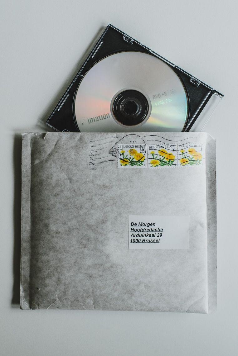 De cd-rom met de correspondentie van de premier zoals de redactie hem in de bus kreeg. Beeld Thomas Sweertvaegher