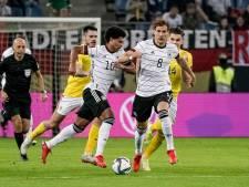 Duitsland wint door goals Gnabry en Müller van Roemenië