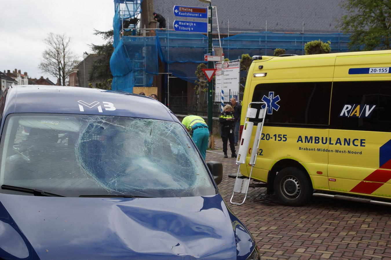 Fietser zwaargewond na botsing met auto