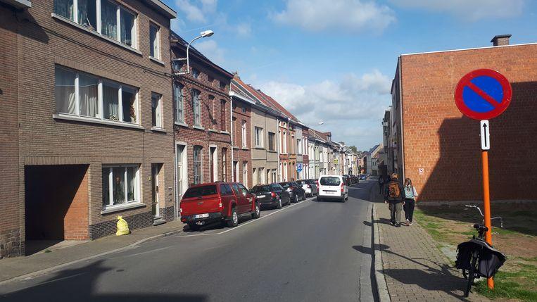 Ook in de Gentsestraat viel de politie een woning binnen.