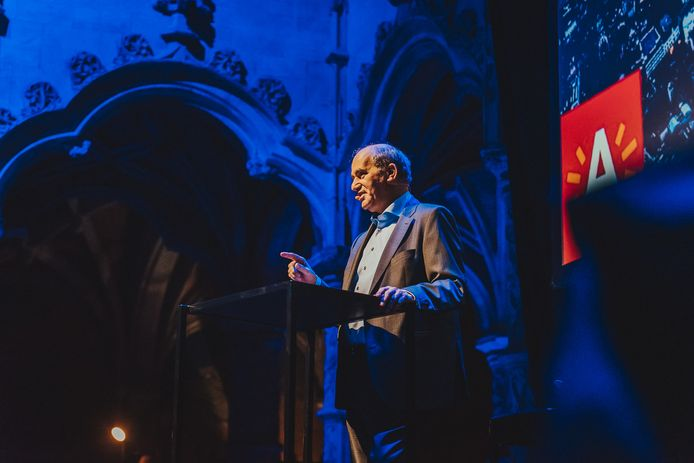 Schepen Claude Marinower geeft een speech op de 4de editie van Future Entrepreneurship - The Next Decade in de Handelsbeurs.