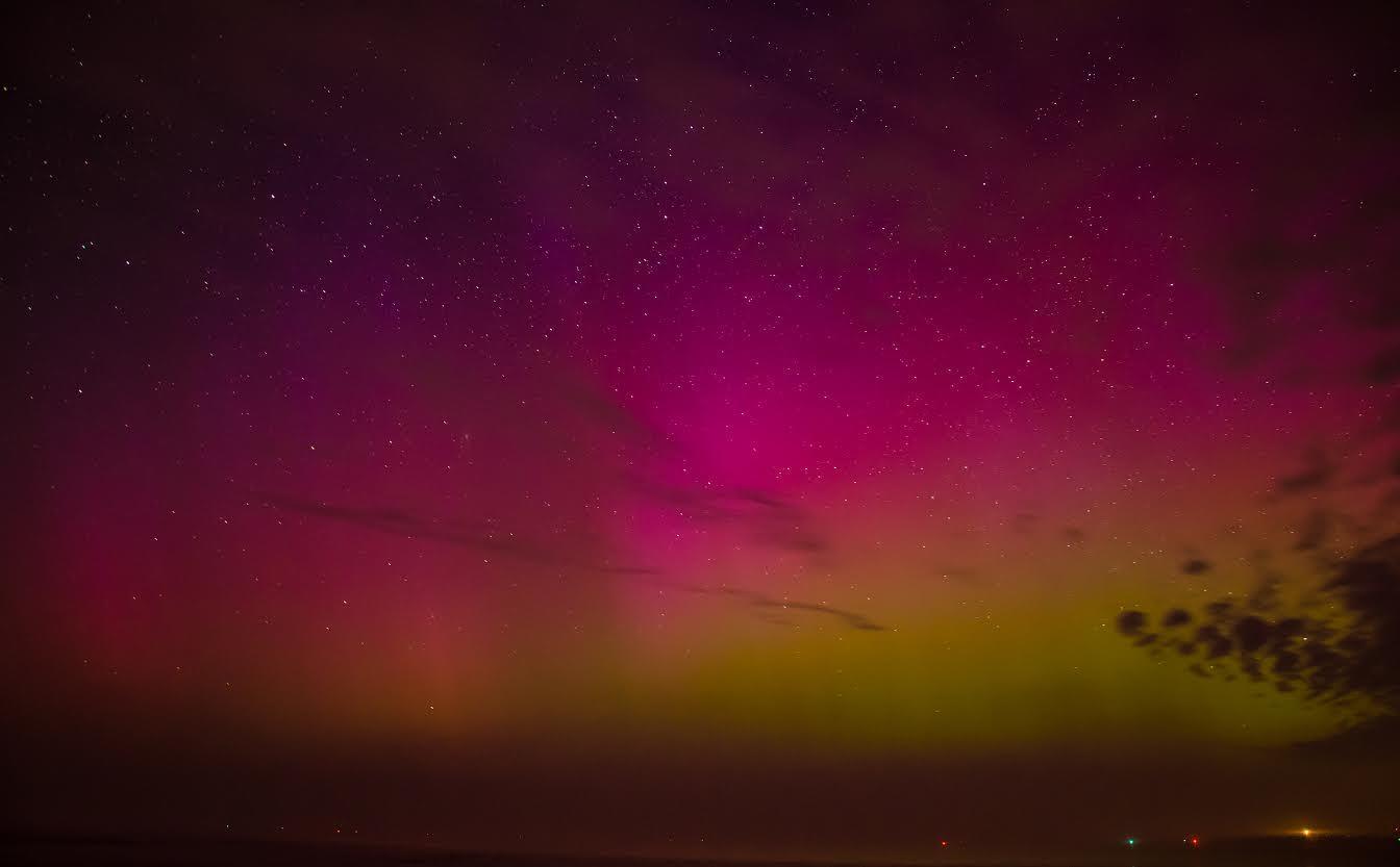 Poollicht vanuit het Groningse Lauwersoog in maart 2015. Twitteraars vooral uit het noorden van Nederland melden toen het noorderlicht te hebben gezien.
