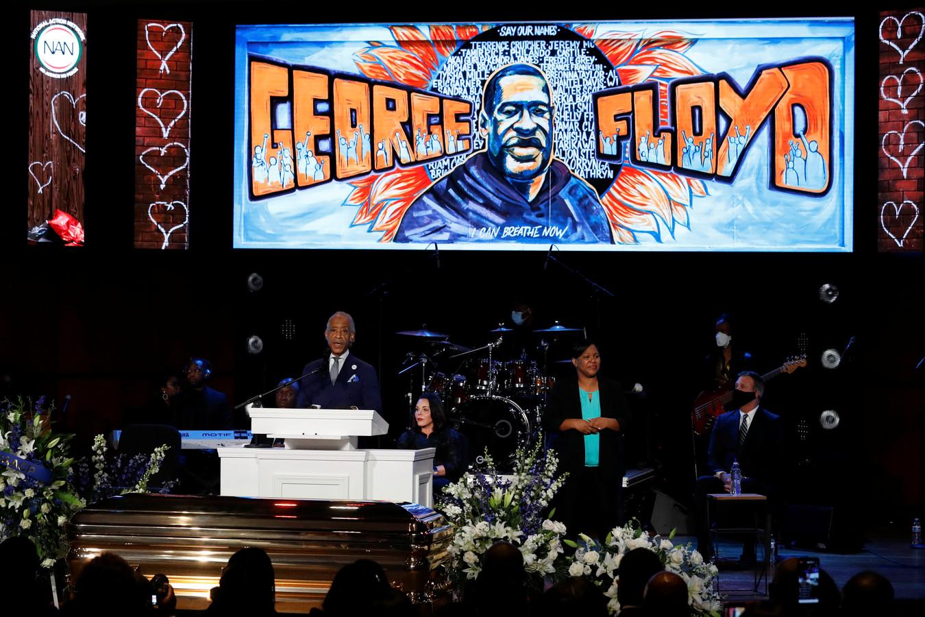 Eerwaarde Al Sharpton spreekt tijdens de herdenkingsdienst voor Al Sharpton.